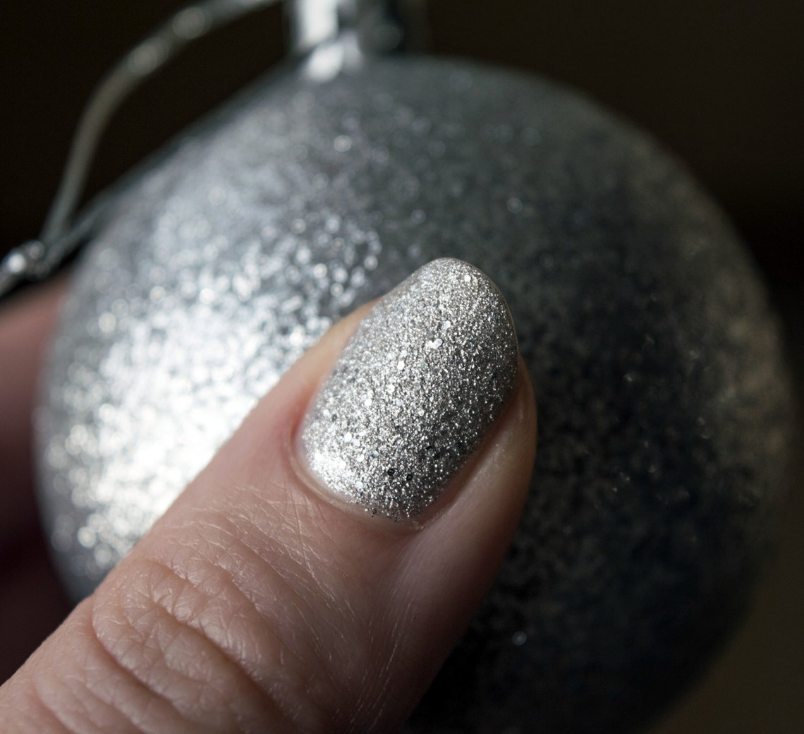 opi nail polish special christmas edition - mariah carey (1)