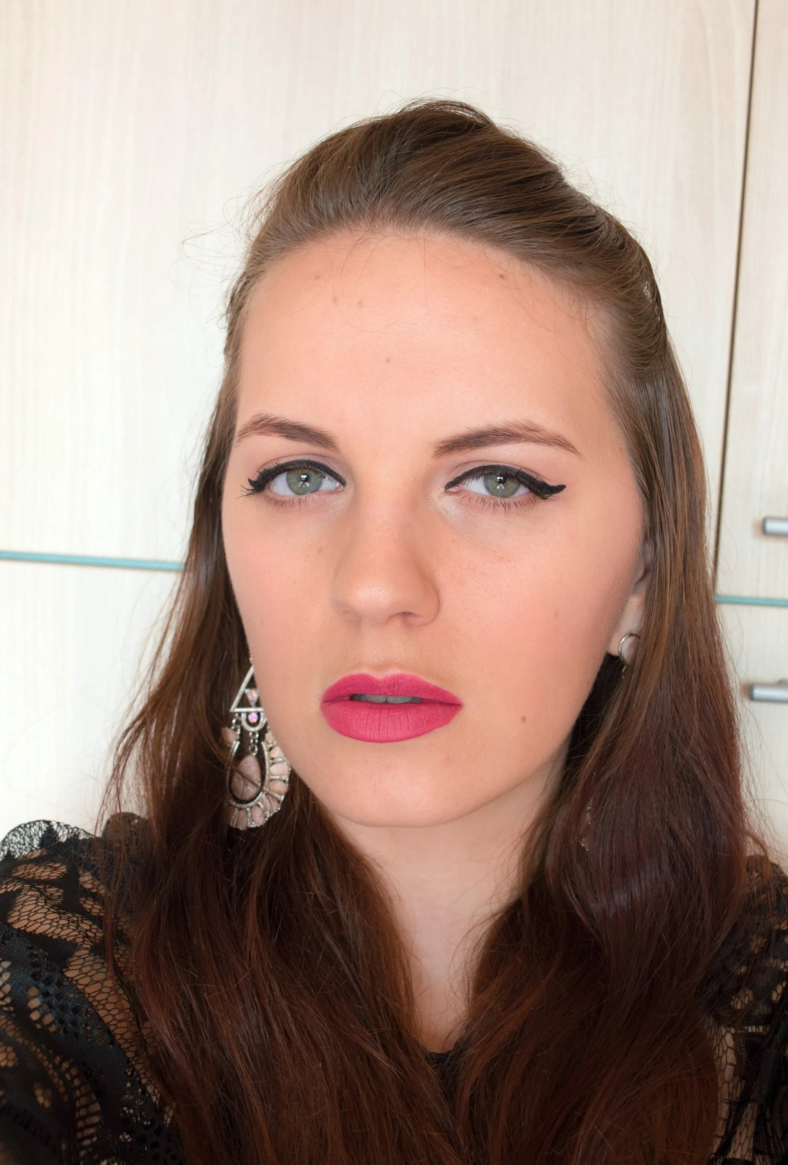 Full Make-up Look with Only 6 Products - Challenge accepted (2)