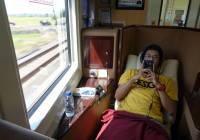 Sudah nggak sabar banget nyelesaiin review dan vlog naik kereta Argo Bromo Anggrek Luxury ini!