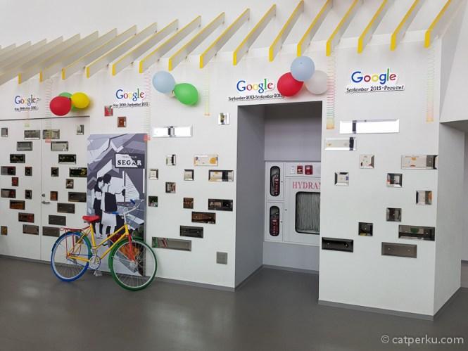 Kesan pertama saya masuk ke Kantor Google Indonesia adalah, kantor yang pas untuk orang-orang kreatif!