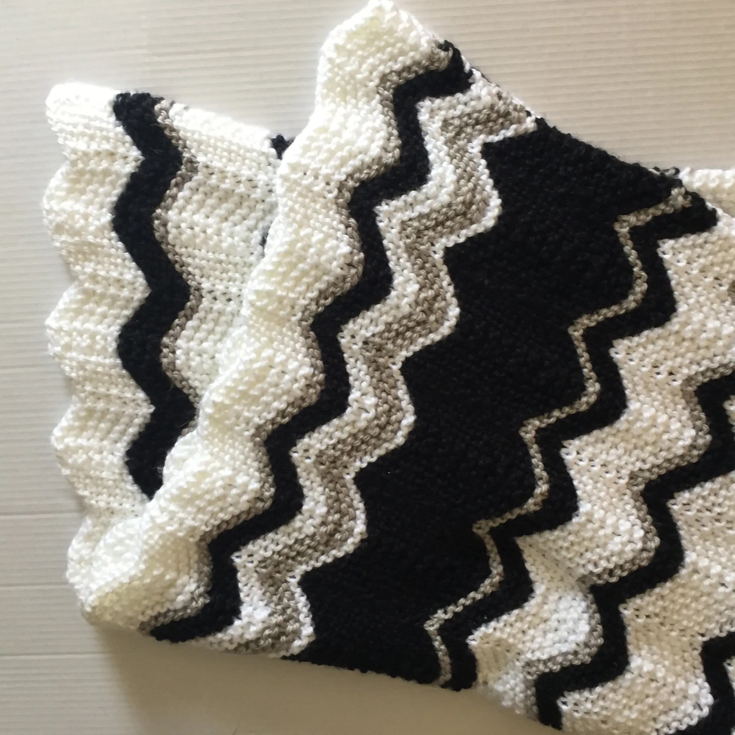 Knits: Black and White Baby Blanket
