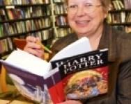 Anne Jones Impone Récord Mundial al Leer 'Las Reliquias de la Muerte' en 47 Minutos
