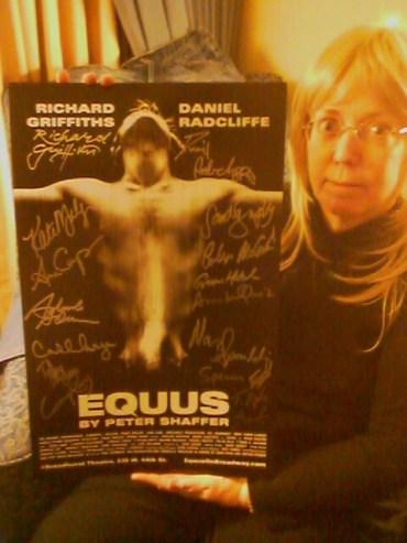 Primeras Imágenes de Elementos de 'Equus' Subastados a Favor de 'Broadway Cares'