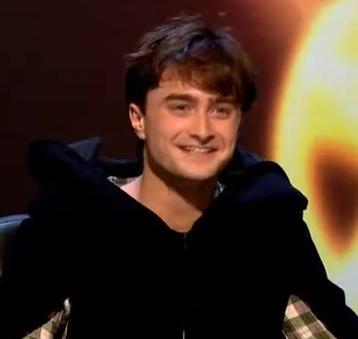 Videoclip: Segmento Completo de Daniel Radcliffe en el Especial de Navidad del Programa 'QI'