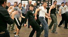 Primeras Imágenes de Daniel Radcliffe en los Ensayos de la Obra 'How to Succeed in Business'
