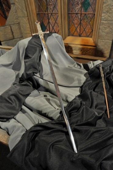 Nuevo Vistazo a la Copa de Hufflepuff y la Espada Gryffindor en 'Harry Potter: La Exhibición'