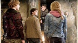 'Reliquias, Parte II': Nueva Imagen de Harry, Ron, Hermione y Neville en el Cabeza de Puerco