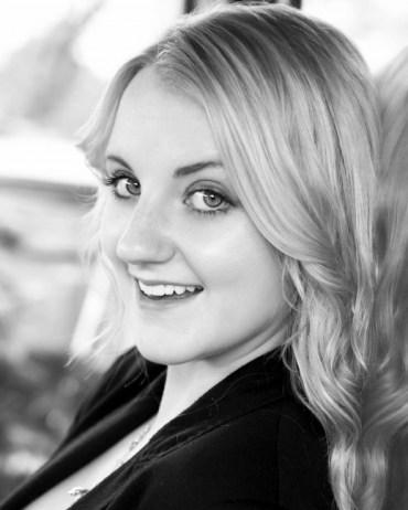 Evanna Lynch Presenta su Nueva Página Oficial en 'Facebook'