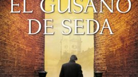 Lee en Español el Primer Capítulo Completo de 'El Gusano de Seda'
