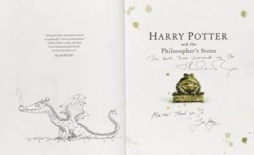Copia firmada de la edición Deluxe de La Piedra Filosofal será subastada