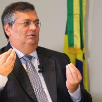 """Flávio Dino sobre ação da PF no Rio: """"Sou a favor de todas as investigações sérias e nos termos da lei. Mas é preciso repelir tentativas de """"milicianização"""" do aparato estatal""""."""