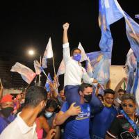 Duarte cresce na reta final e vence debate
