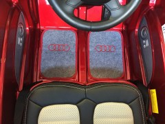 vue Tapis brodé Audi Q7 électriqure une place pour enfant