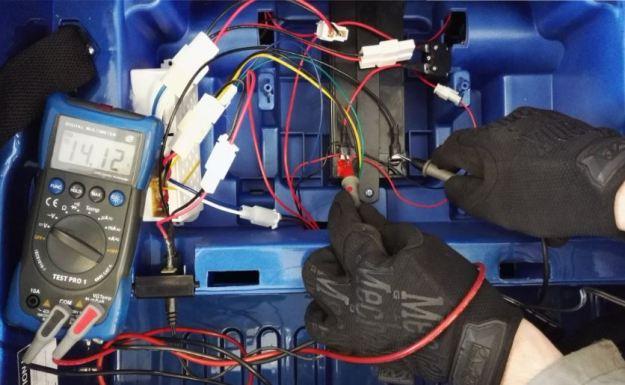 tester batterie voiture électrique en charge