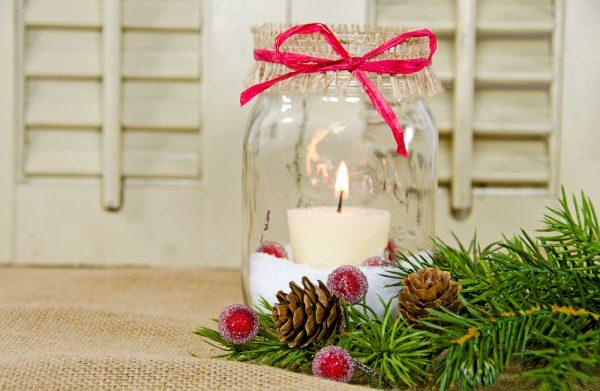 Quando la preoccupazione di scegliere il regalo migliore per i nostri amici o parenti ci assale, possiamo prendere in considerazione l'idea. Lanterne Di Natale Fai Da Te Con Vasi Di Vetro Riciclati