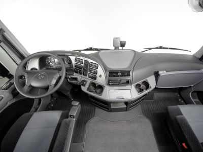 actros-benz-bluetec-mercedes-powershift-safety-trucks-02.jpg