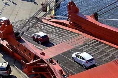 la-nuova-ford-fiesta-sbarca-letteralmente-negli-usa-02