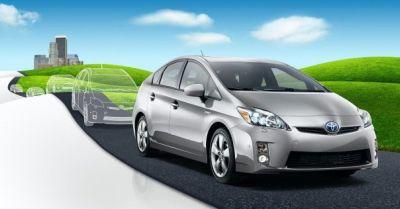 """La nuova Toyota Prius debutta anche nel mondo del cinema per la promozione dello spettacolare film """"2012"""" di Roland Emmerich"""