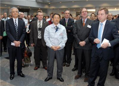 Il presidente Akio Toyoda visita le strutture Toyota in Belgio e nomina il capo dell'Ufficio Europeo della Qualità
