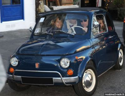 UK Lord David Linley, nipote della Regina, a bordo di una vecchia Fiat 500