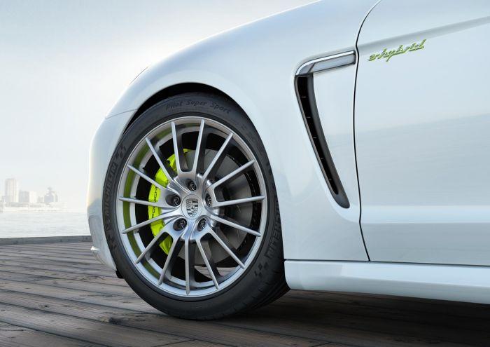 La nuova generazione della Porsche Panamera pneumatici Michelin come primo equipaggiamento