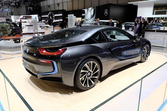 A giugno le consegne di BMW i8, supercar con consumi da utilitaria 2