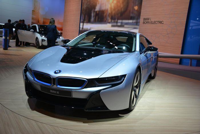 A giugno le consegne di BMW i8, supercar con consumi da utilitaria 8