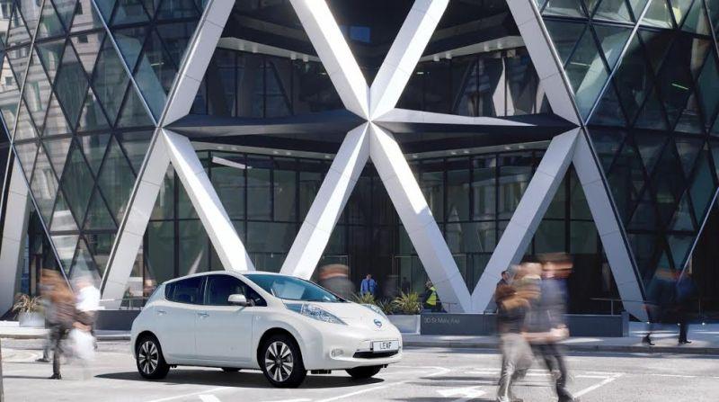 Nissan, leader del mercato EV e Foster + Partners per ripensare la stazione di servizio del futuro