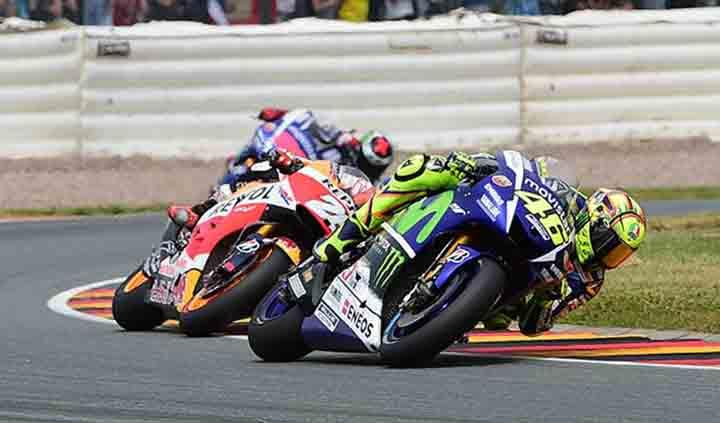 Valentino Rossi dikejar Dani Pedrosa dan Jorge Lorenzo