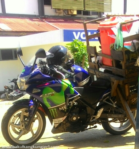 Honda CBR250R Modifikasi Movistar