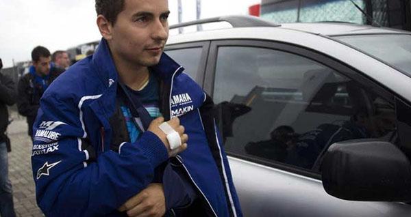 Lorenzo cedera bahu kiri