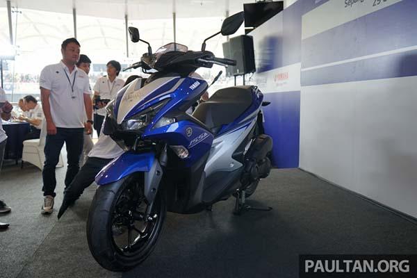 Yamaha Aerox 155 dari samping depan
