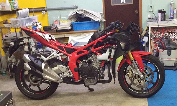 Copot Fairing Honda CBR250RR