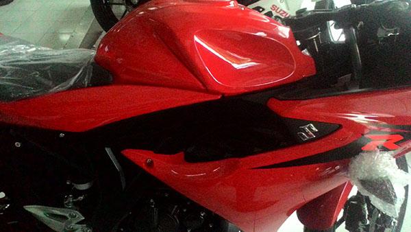 Suzuki GSX-R150 merah