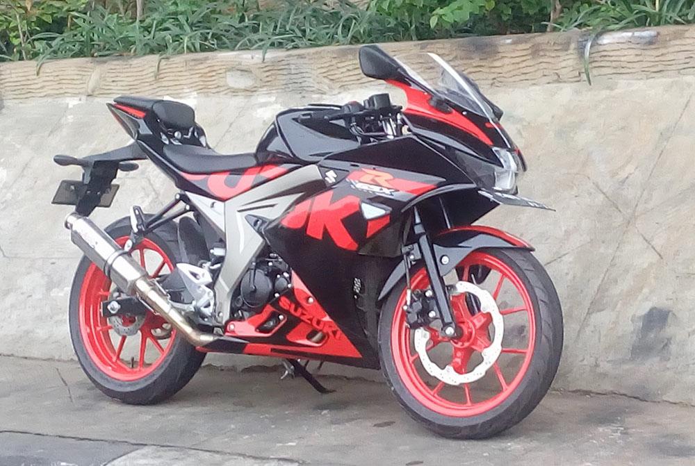 Modifikasi Suzuki GSX-R150 Cat Velg Merah