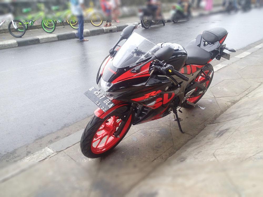 Modifikasi Suzuki GSX-R150 Cat Velg Merah jadi keren