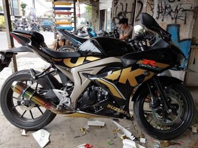 Modifikasi Suzuki GSX-R150 Sticker Gold