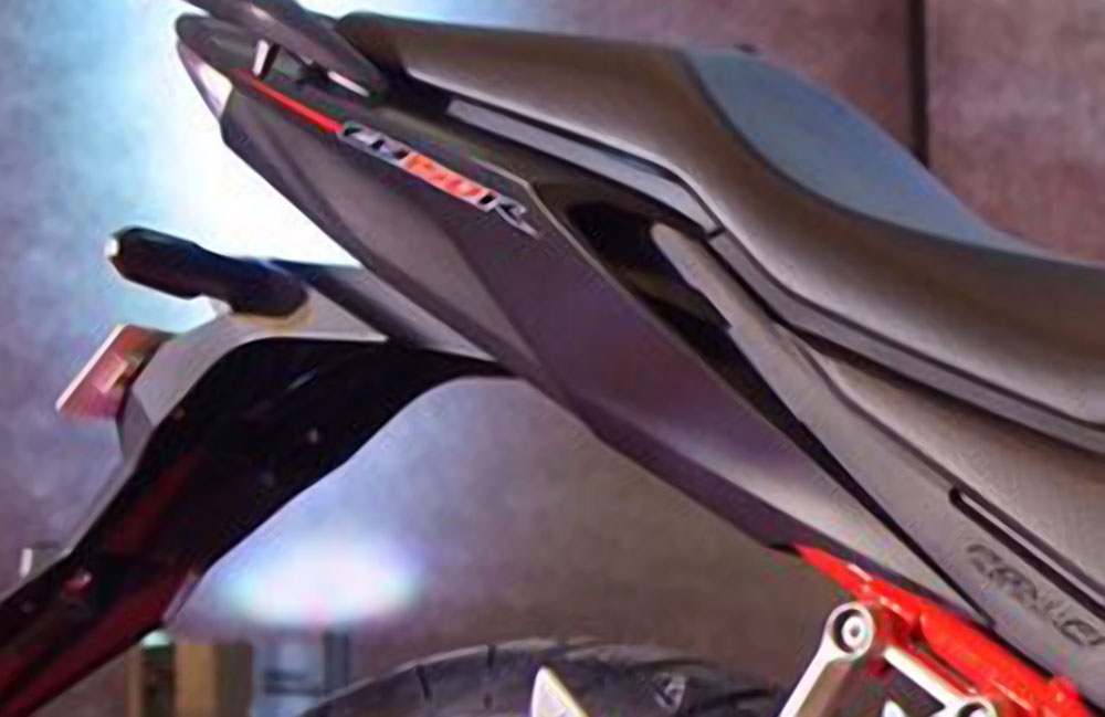 Desain Buritan Honda CB150R facelift
