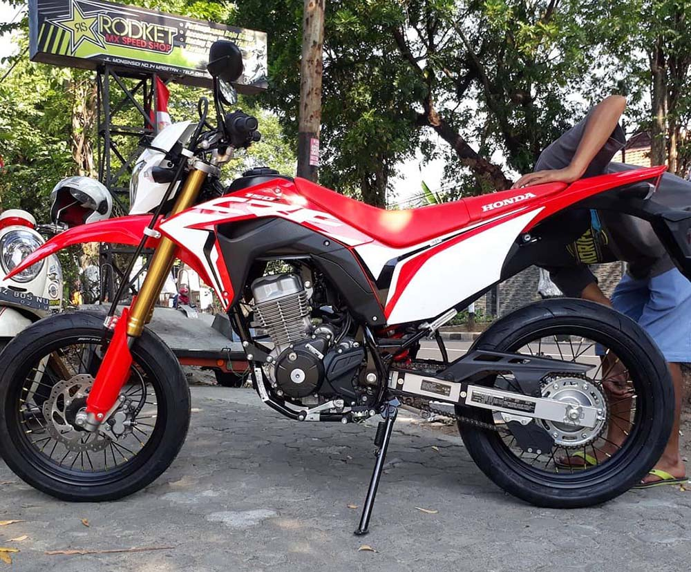 Hasil Modifikasi CRF Supermoto by rumah Modifikasi MX Shop Magetan