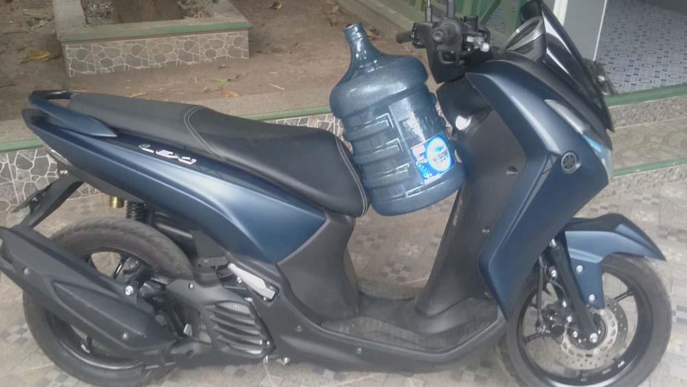 Kelebihan Yamaha Lexi 125 bisa muat galon posisi tegak
