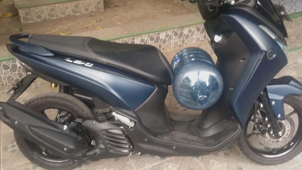 Yamaha Lexi dipakai bawa galon 19 liter