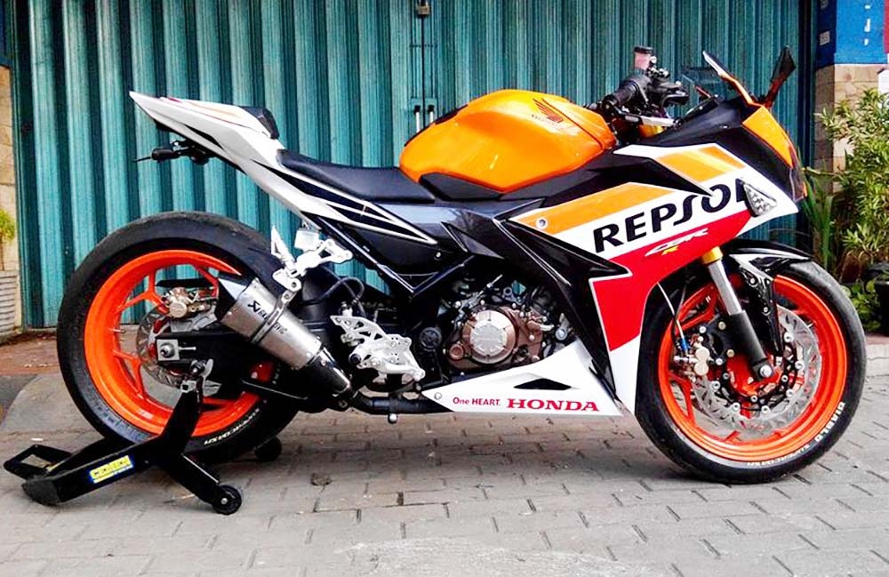 Honda CBR150R Up-Side Down