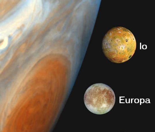 Questa immagine ha l'attributo alt vuoto; il nome del file è 10_jupitermoon_ioeuropa.jpg