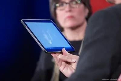 Honey Comb OS on Motorola Tablet