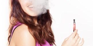vrouw aan het roken