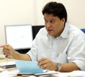 Ex-gerente-do-Procon-Felipe-Camarão-e1331664330222