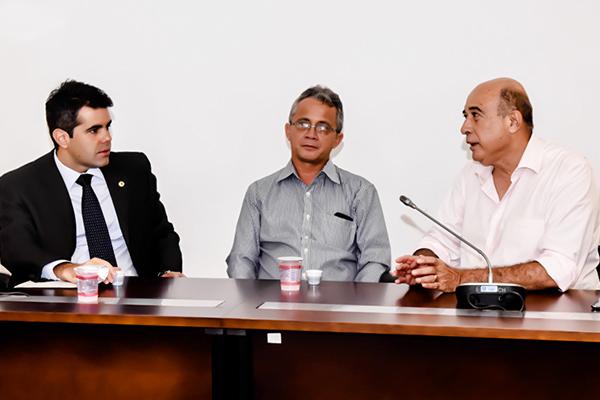 Deputado Adriano Sarney (PV), Josiel Ribeiro Ferreira direor to IMC e o prefeito de Santa Inês, Ribamar Alves