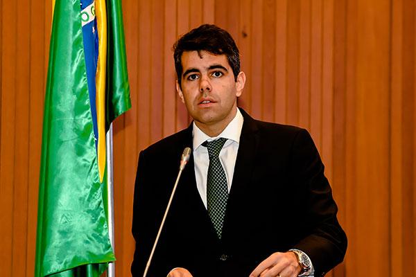 Governo terá de explicar utilização do empréstimo do BNDES, diz Adriano Sarney