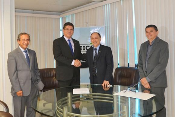 Secretário Jeferson Portela e desembargador Lourival Serejo assinam Termo de Compromisso