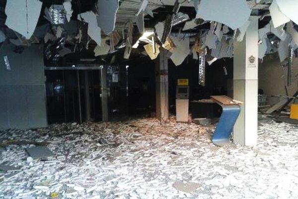 Agência do Banco do Brasil ficou totalmente destuída após explosão durante a madrugada desta terça-feira (30)